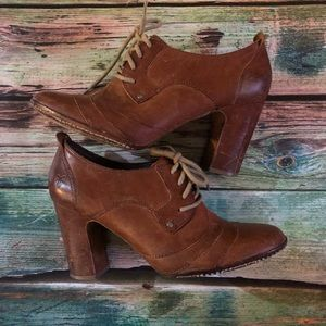 Frye Adrienne Oxford Lace up Booties 8.5